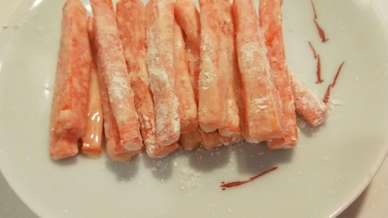 炸南瓜条,叫每根南瓜条都沾满淀粉。