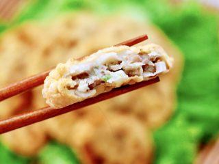 藕夹肉,吃上一口超级满足,还是小时候那个味道。