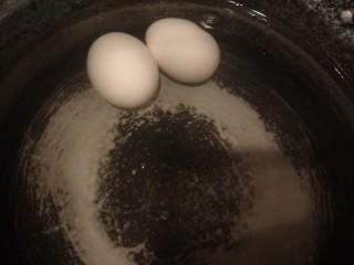桂圆炖蛋,鸡蛋用冷水泡几分钟在包。