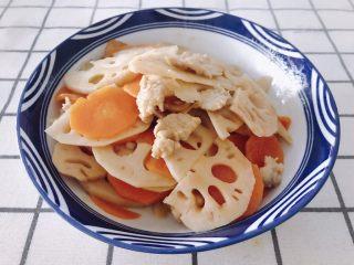 莲藕炒肉片,翻炒均匀就可以出锅了。