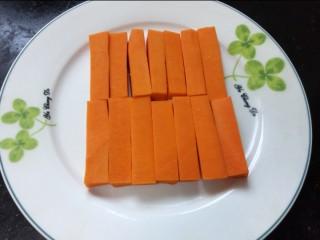 炸南瓜条,切成均匀的条状