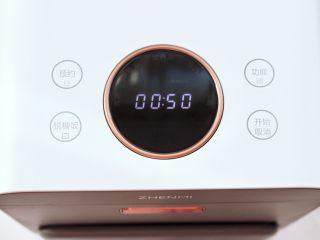 青口火腿青菜粥,这个时候链接电源,选择煮粥功能,时间为50分钟。