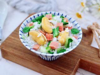青口火腿青菜粥,做法简单又营养丰富,而且色泽美丽,让人欲罢不能。