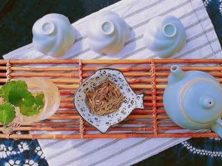 过年清新菜,芦笋龙井虾,龙井茶备好