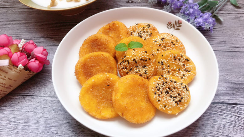 南瓜糯米饼,成品,软糯香甜,好吃哦。