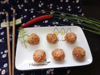南瓜芝麻球,拍上成品图,一道香甜可口的南瓜芝麻球就完成了。