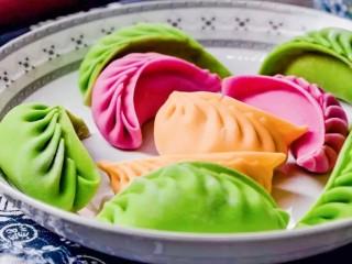 彩色水餃,餃子包好后煮、蒸、煎都是不錯的選擇
