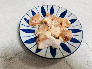小鸡炖蘑菇粉条,鸡腿洗净切块