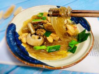 小鸡炖蘑菇粉条,鲜香浓郁