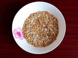 奶香南瓜粥,把米淘洗干净