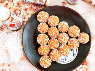 南瓜芝麻球,南瓜芝麻球香甜软糯,只要是当天做的,冷吃热吃都可以~