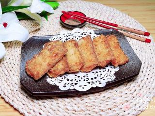 炸酥帶魚,將外酥里嫩的帶魚排盤上桌吧。