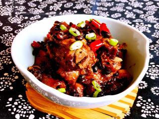 豆鼓蒸排骨,豆豉蒸排骨骨酥肉烂,豆豉味道浓郁,麻辣鲜香,不油不腻,是一道非常完美的下饭菜~