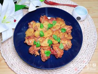 红烧土豆鸡块,一盘色香味俱全的红烧土豆鸡块就上桌了!