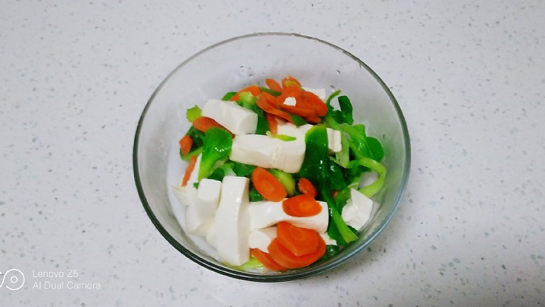 凉拌内酯豆腐、上海青、粉条,捞出