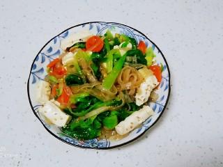 凉拌内酯豆腐、上海青、粉条,盛出