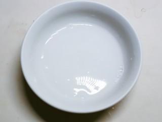 清炒山药木耳,淀粉加入3汤匙清水 搅拌均匀形成水淀粉