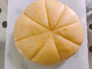 南瓜糯米糕,用刀背划出南瓜的纹路
