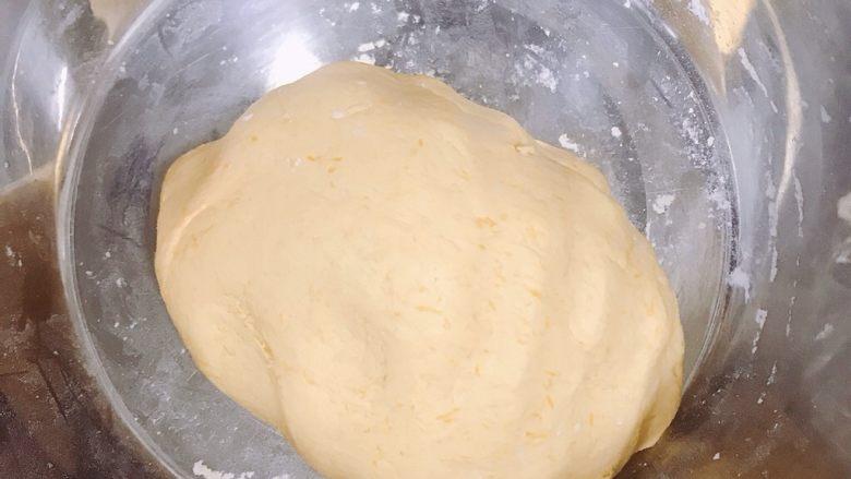 南瓜糯米糕,揉成较光滑不沾手的面团