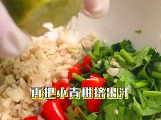 椰子鸡,给酱汁注入灵魂,将小青柑的汁挤进酱汁中