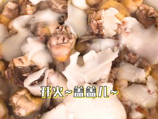 椰子鸡,再丢一点红枣和枸杞,煮3分钟