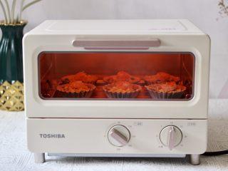 虾仁时蔬迷你小披萨~饺子皮版,烤箱调到200度烤制10分钟左右即可。(具体时间看个人家烤箱的脾气而定哟)