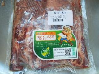 土豆牛腩煲,牛腩一袋。