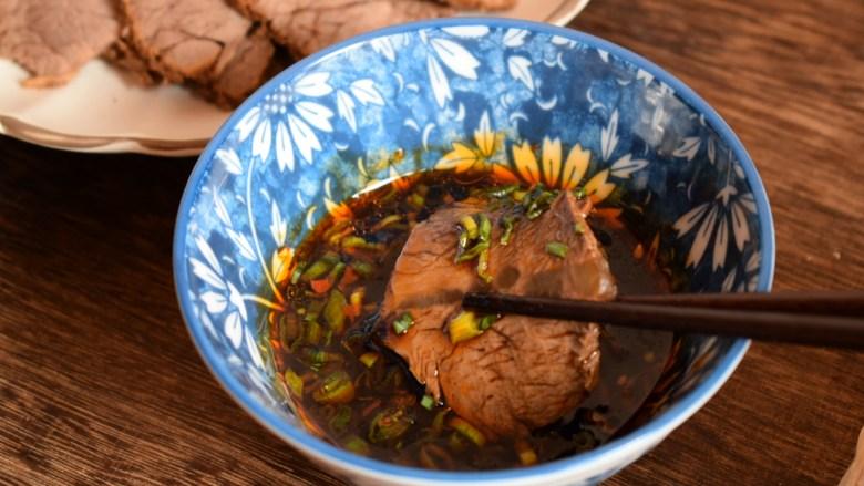 五香酱牛肉,点蘸料非常的够味,肉也非常的劲道。