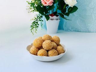 南瓜芝麻球,表皮酥脆内心香甜软弱。