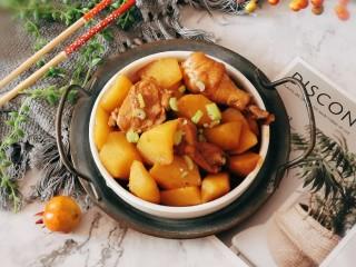 红烧土豆鸡块,出锅装盘  香极了