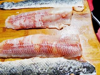 老坛酸菜鱼,去鱼皮