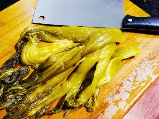 老坛酸菜鱼,准备几颗酸菜洗净
