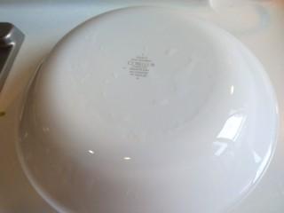 豆鼓蒸排骨,用深盘扣在碗上。