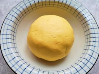 南瓜芝麻球,再揉成面团。