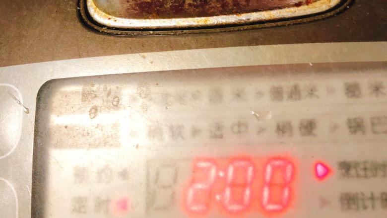 冬日暖身鸡汤,盖上锅盖调制煮汤功能,煮2小时