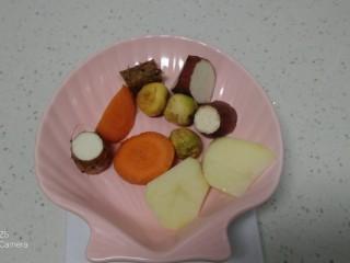 粗粮八宝粥,胡萝卜、蔓菁、山药、土豆、红薯清水洗净