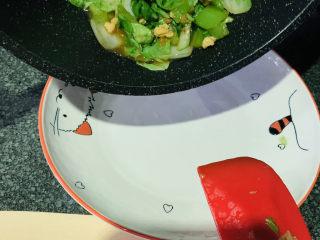蒜蓉小白菜,加盐加味精,出锅