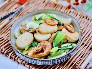 青菜炒香菇,鲜香味浓郁的青菜虾干杏鲍菇出锅咯。