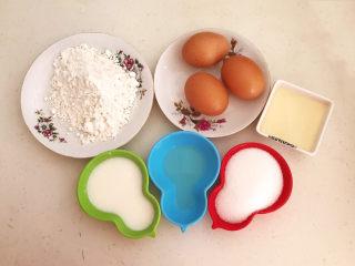 酸奶芝士蛋糕,准备食材:低筋面粉,土鸡蛋,玉米油,细砂糖,蜂蜜和酸奶