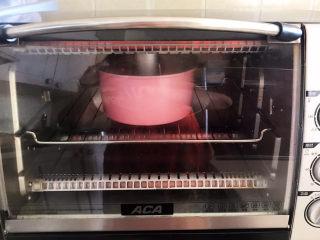 酸奶芝士蛋糕,上下火150W烤30分钟