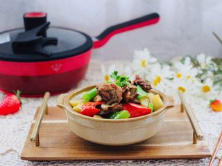 咖喱鸡肉土豆,香味浓郁又营养丰富,老公每次都会多吃一碗米饭。