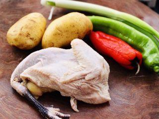 咖喱鸡肉土豆,首先备齐所有的食材。