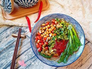 酸辣土豆粉,最后可根据个人的口味增加油辣子和醋或花椒粉的加入量。