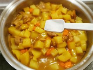 咖喱鸡肉土豆,按照家人口味  加盐调整味道