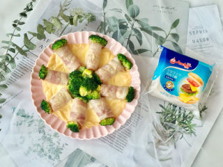 """""""花""""开富贵——焗烤西兰花培根卷,芝士片融化啦,好美味!"""