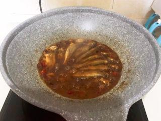 酱焖黄花鱼,大火收汁即可