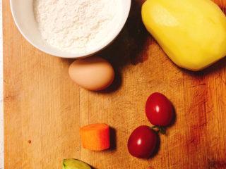 快手早餐——土豆番茄蒸糕,所需食材如图