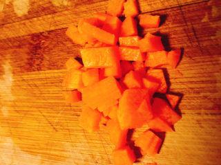 快手早餐——土豆番茄蒸糕,胡萝卜切丁