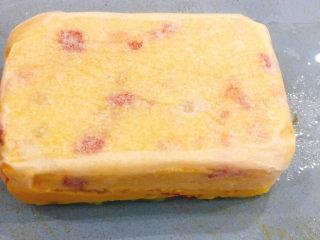 快手早餐——土豆番茄蒸糕,撕掉硅油纸