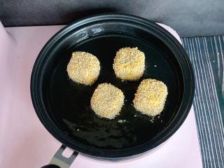 南瓜烙,放入煎锅中,中小火煎熟即可